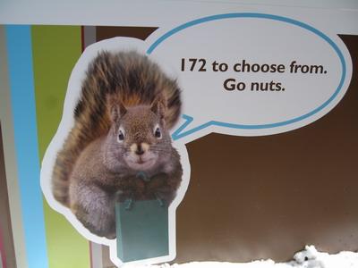 班夫街道旁可愛的廣告看版