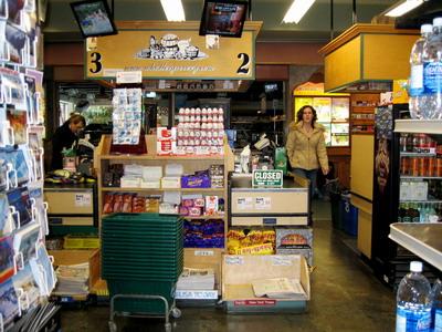 WHISTLER渡假村內的超市