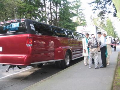 這部車停靠在史坦利森林公園旁,PARTY的音樂吸引了眾人目光