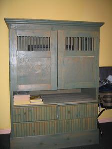 ASTON飯店內古古的西班牙式電視櫃