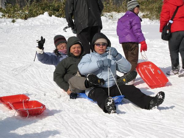 登別牧場-雪盆戲雪