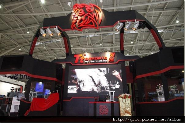 1.曜越科技紅色熱情之鬥龍盛世 2012台北國際電腦展震撼現身