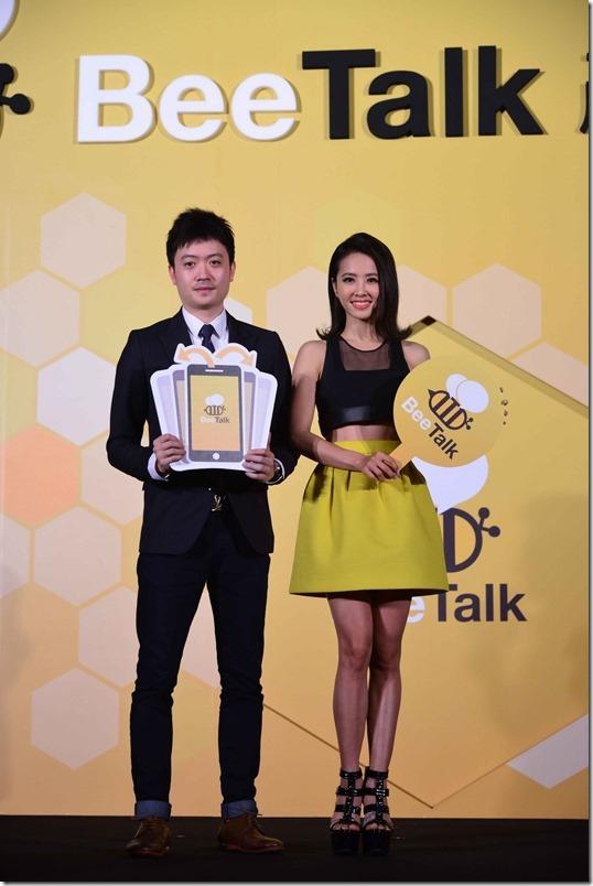 圖說:BeeTalk亞太區行銷長楊開翔(左)、BeeTalk代言人蔡依林(右)出席BeeTalk在台產品發表會
