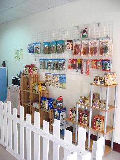 3販售商品左牆.JPG