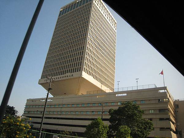 有腰身的大樓-解放軍大樓.JPG