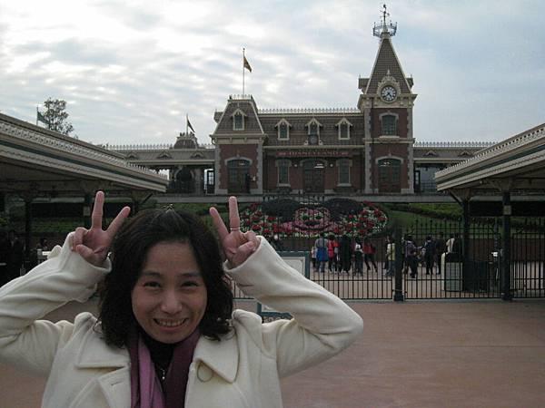 迪士尼門口.JPG