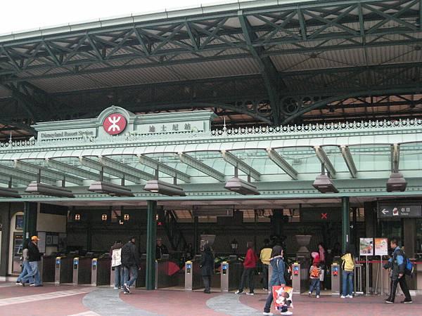 迪士尼站2.JPG