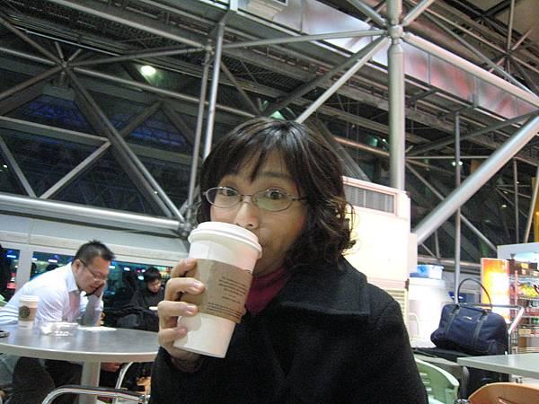整夜沒睡喝杯咖啡提神.JPG