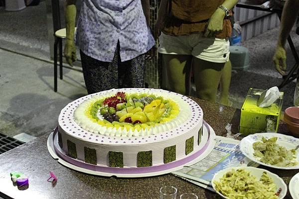 26蛋糕出現了.JPG