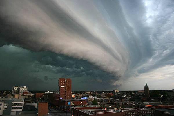 Rolling-thunder-cloud.jpg
