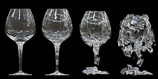 聲音震碎玻璃杯.jpg