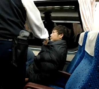 最牛佔位哥!火車霸位 列車長勸不走.jpg