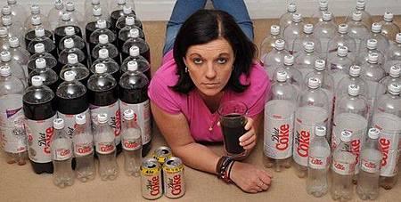 為了減肥改喝低卡可樂 英國女成癮日灌50瓶