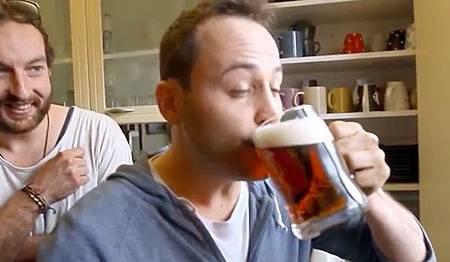 最幸福的惡作劇!新西蘭男子全屋水龍頭竟湧出啤酒2
