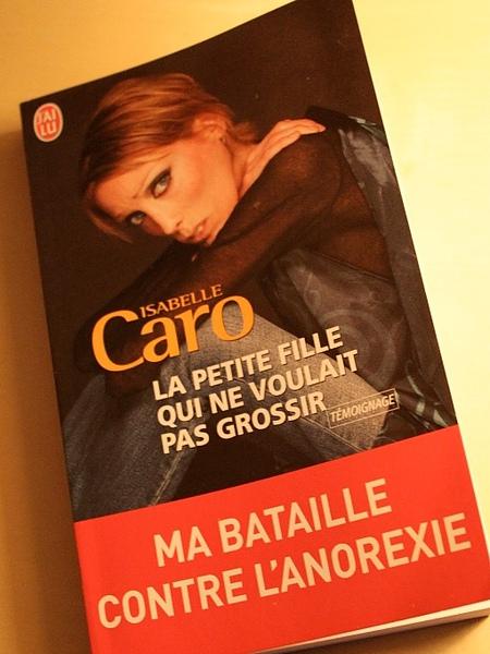 法國紙片女模卡羅28歲久病離世.jpg