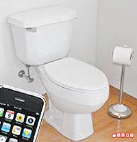 玩iPhone邊蹲馬桶 罹痔瘡風險超高.jpg