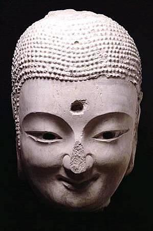 「中國第一笑佛」現身 一抹神祕微笑有如蒙娜麗莎.JPG