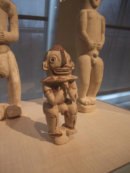 各種奇形怪狀的人像、雕飾真是太有趣了