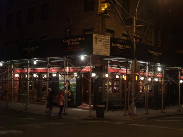 Lombardi's 吃到目前為止最讚的pizza 聽說是紐約第一間領有執照的店