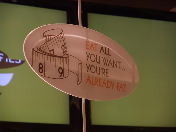 「吃吧   你都已經那麼肥了」