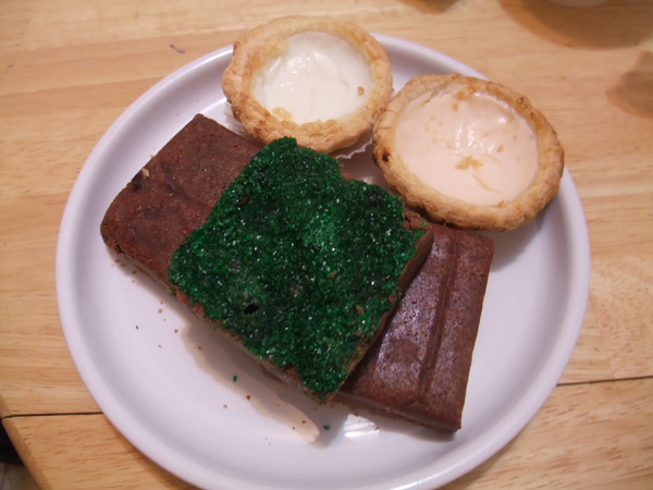 Witch Brownie (烤過的真好吃)& 木瓜蛋塔