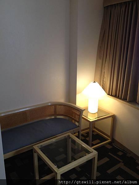飯店一邊的小客廳