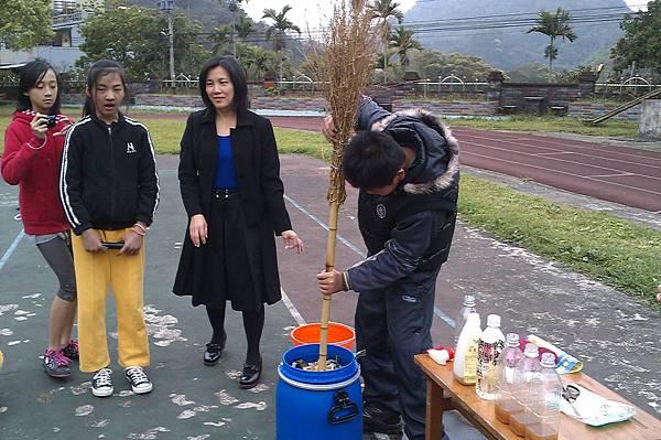 完成自己的第一桶環保清潔酵素