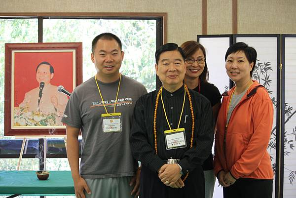 2010年美國禪訓營,特邀覺妙宗明師兄為其演講,左一為覺妙廣明師兄。