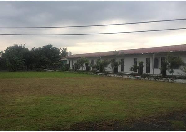 潮州會館房舍與前方大草皮