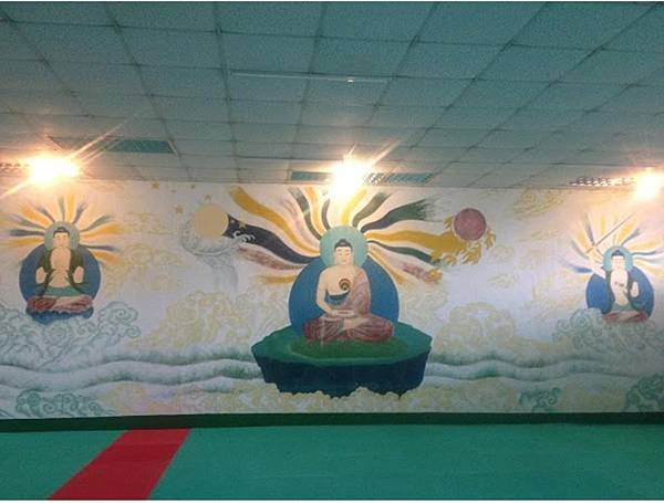 禪堂後方有將近三十年的釋尊、文殊菩薩與普賢菩薩法相