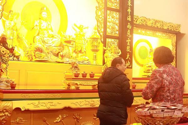 3.師父蒞臨禪寺,內殿放光