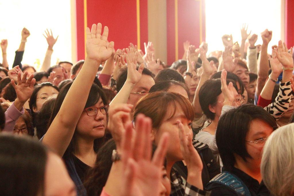 師父問禪心脈輪有感覺的舉手, 大家都舉手了.JPG