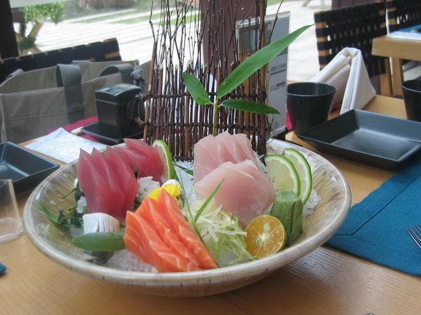主廚提供免費的生魚片