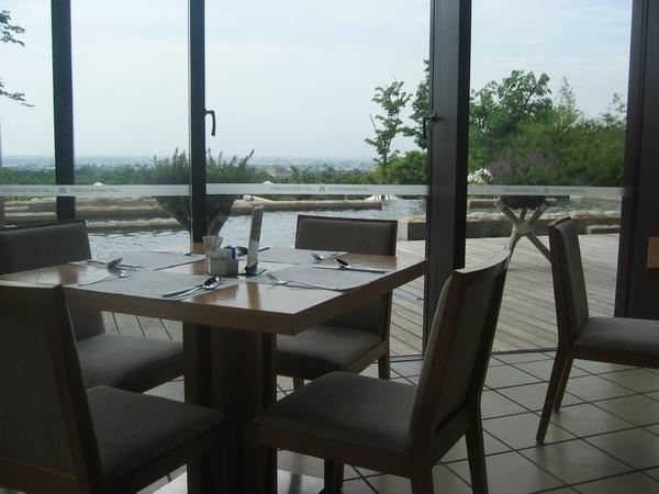 吃早餐的當時,也可以看窗外的風景