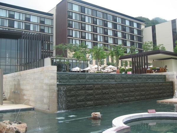 露天游泳池+戲水區.