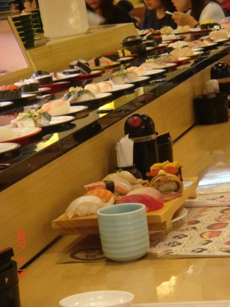 旁邊的阿伯點的綜合握壽司