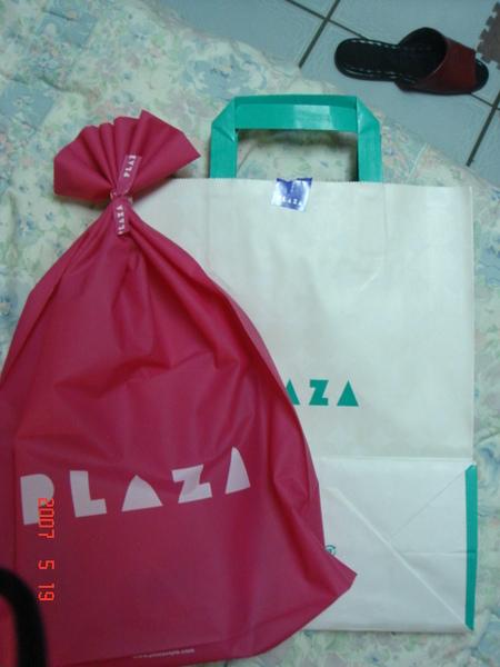 店員會問要不要包裝,我看包裝袋很可愛,就請她幫我包