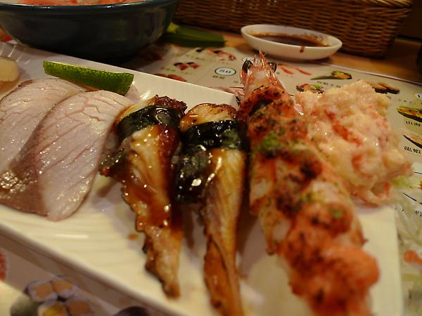 師傅幫雪子製作的略熟綜合握壽司特寫