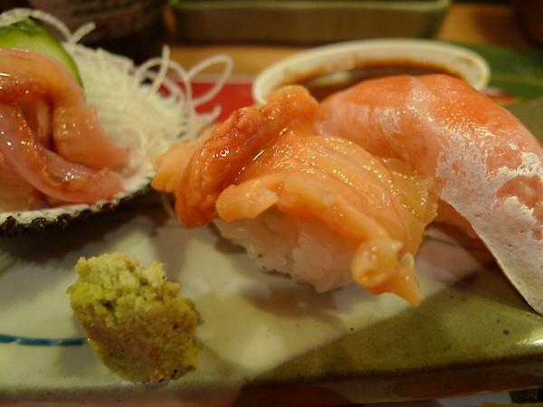忘了是什麼貝、鮭魚肚特寫