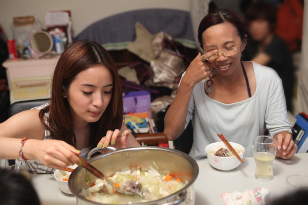 林依晨看一下今天晚餐有什麼好料理.jpg