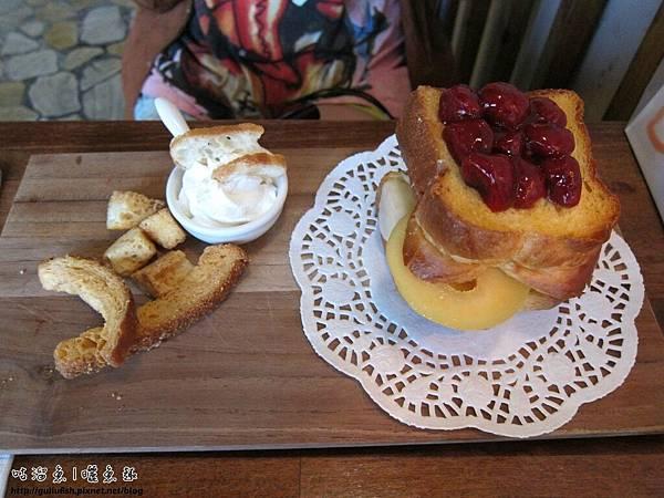 13-草莓蘋果起司布里歐
