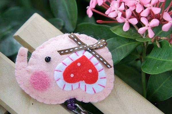 粉紅色愛心耳小象NT120.jpg