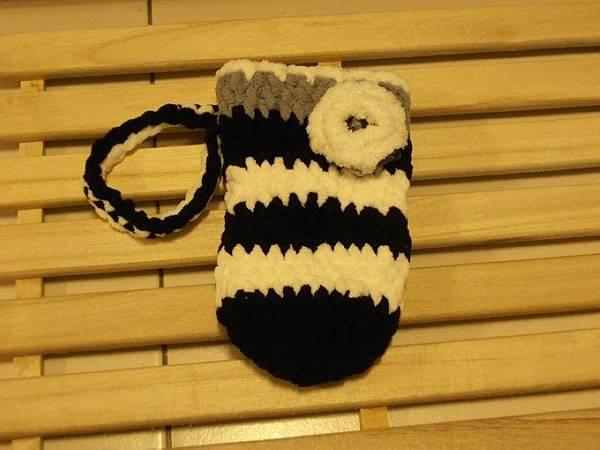 黑白條紋編織手機袋.jpg