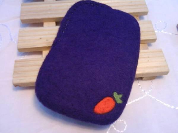 紅蘿蔔+小白兔手機袋(反面)NT450~600(依大小).jpg