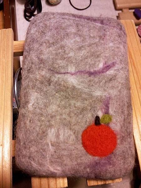 混色蘋果羊毛氈手機袋NT450~600(依大小).jpg
