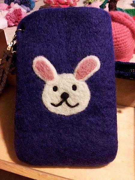 紫色小白免羊毛氈手機袋NT450~600(依大小).jpg