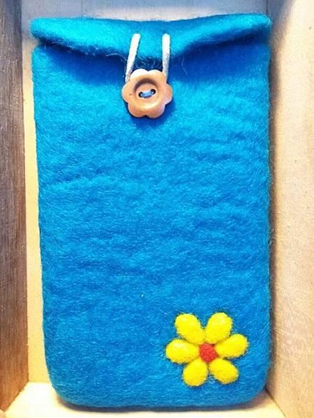 黃色小花土耳其藍羊毛氈手機袋.jpg