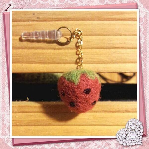 草莓羊毛氈耳機塞.jpg