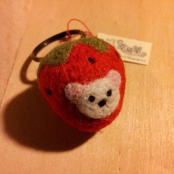 草莓熊羊毛氈鑰匙圈NT280.jpg