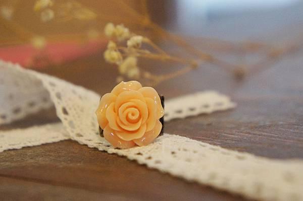 杏色玫瑰花戒指a.JPG